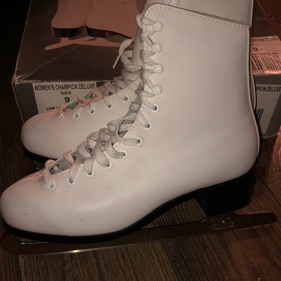 Champion Other - Champion Deluxe Figure Ice Skates size women's 9